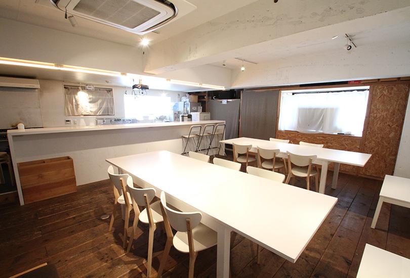 オープンキッチンが特徴的なスペース