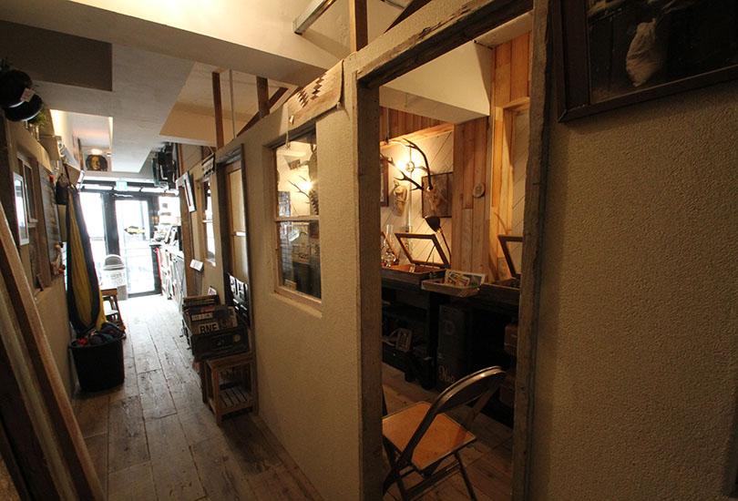 SHOP入口(1F CAFE奥スペース)