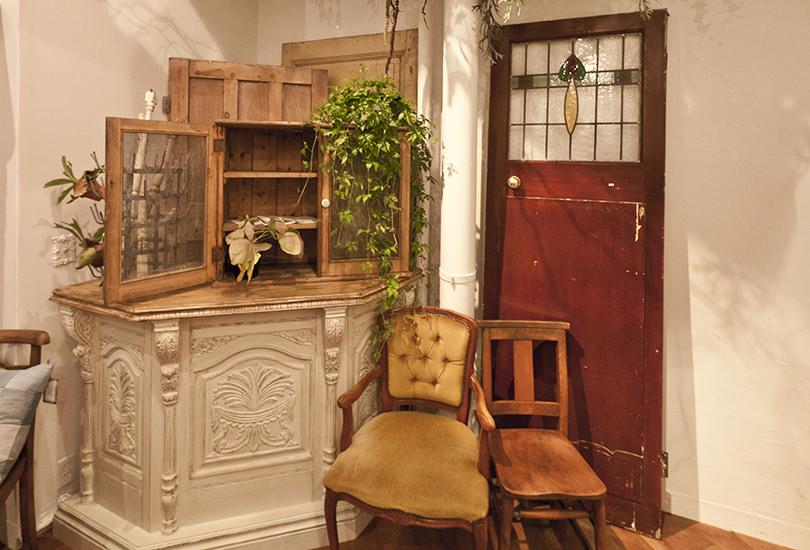 豊富なアンティーク家具