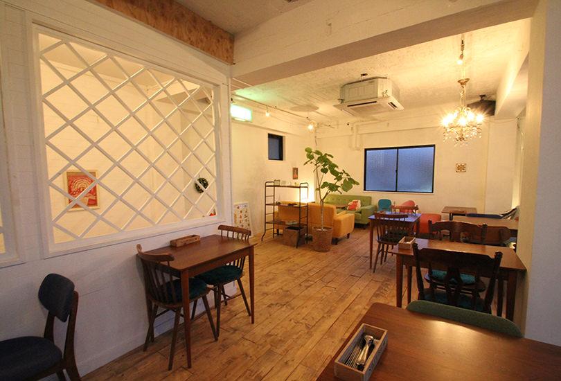 大人の雰囲気漂うカフェ&レストラン空間